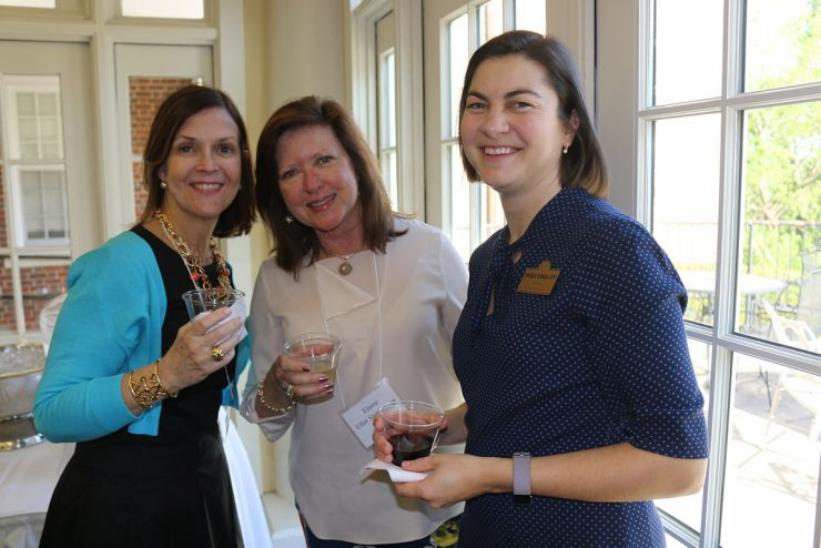 Alumnae Events - alumnae networking and socializing at reunion weekend